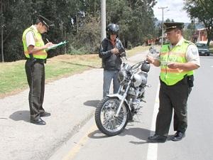 policias ecuatorianos en revision