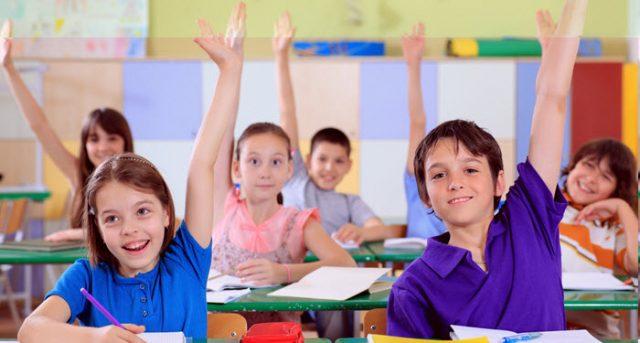niños en la escuela o instituto de primaria